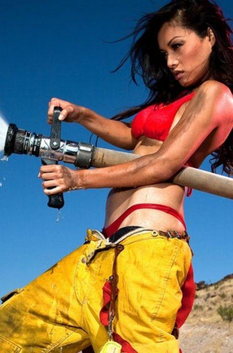 Пышногрудая фото красивых девушек в пожарной форме